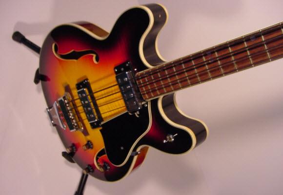 1970's UNIVOX Coily Bass Guitar (Sunburst)