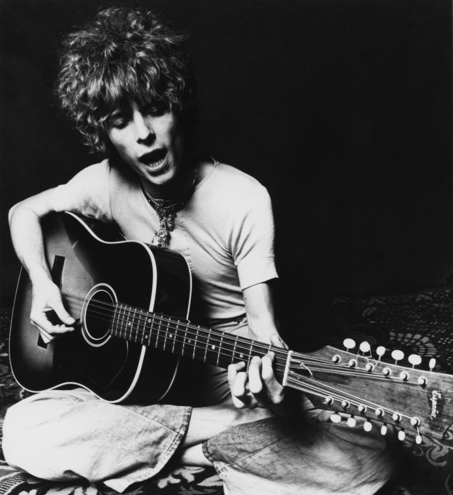 Bowie and his Espana 12-string