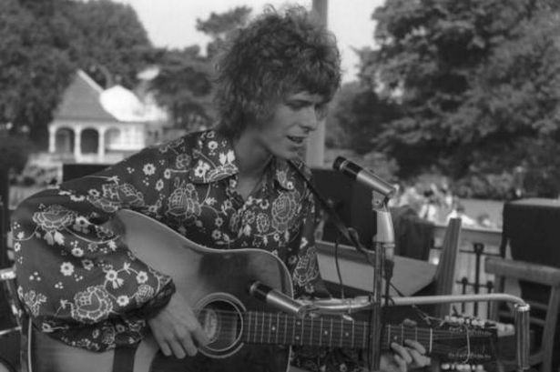 Bowie live at the Beckenham Free Festival in 1969, with his Hagstrom.
