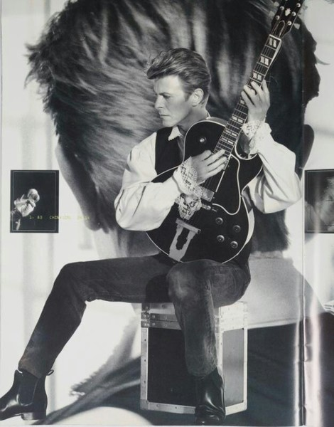 Bowie and his Gibson L4
