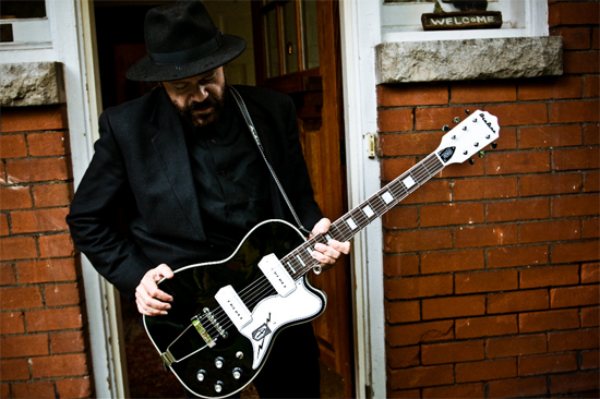Colin Linden, guitarist (photo by Brian O'Brien)