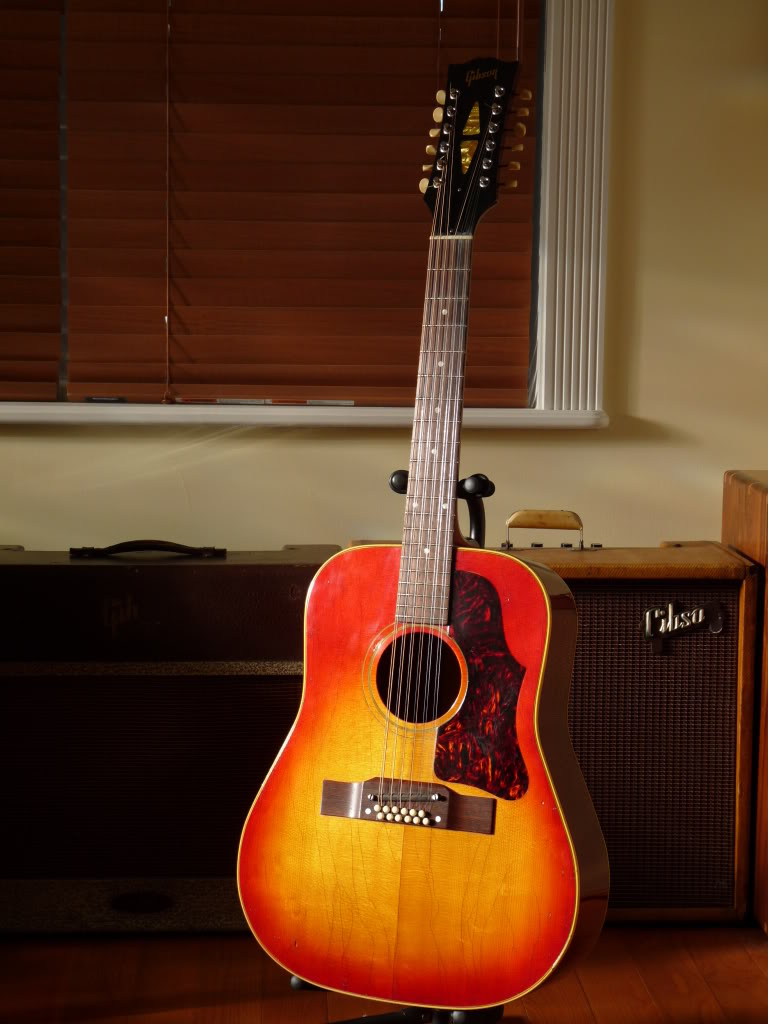 Gibson B-45, as played by David Bowie