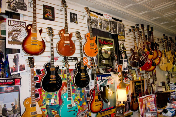 Killer Vintage Guitar Shop in St. Louis, MO