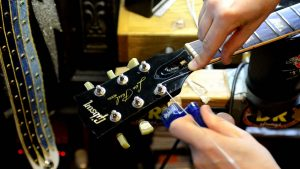 re-stringing guitar