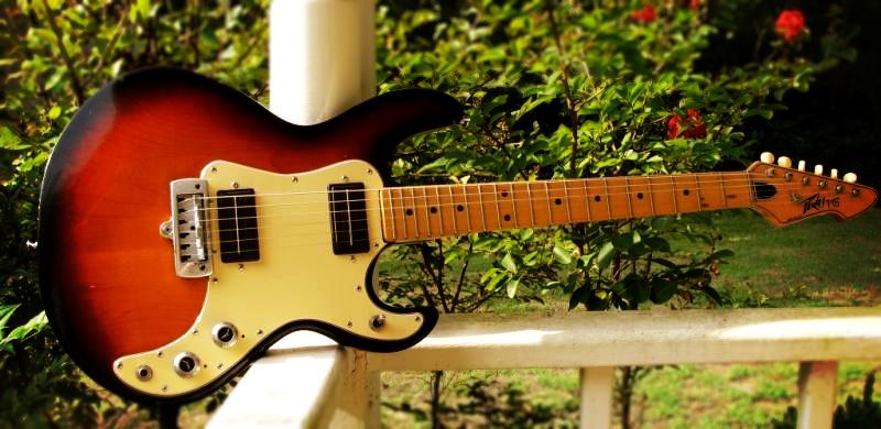 Peavey T-15 guitar - sunburst