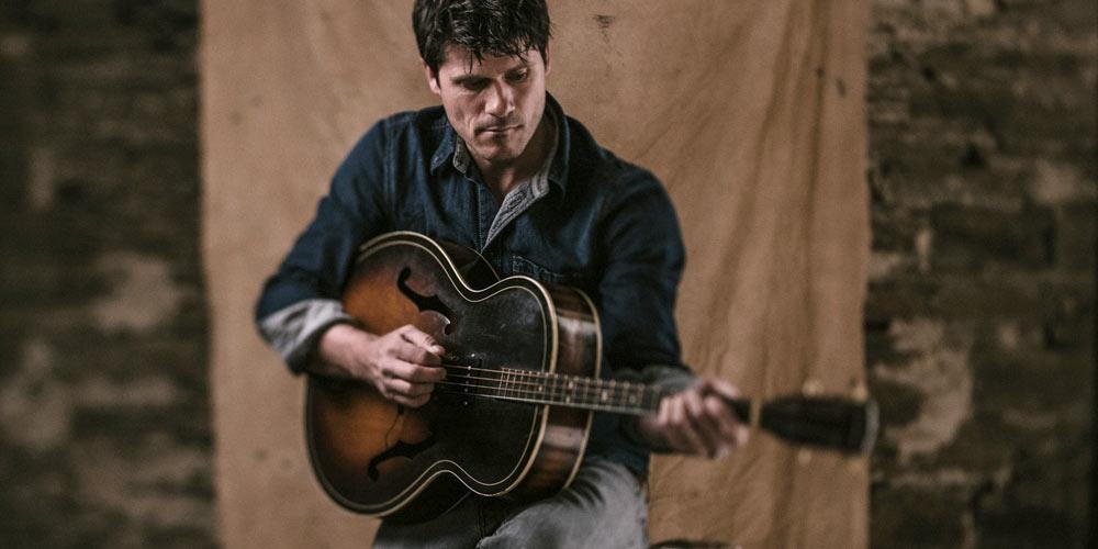 Seth Lakeman and his tenor guitar