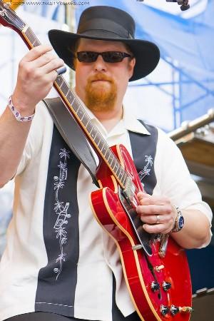 Tom Holland, blues guitarist