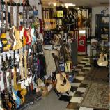Wade's Guitar Shop (Milwaukee, WI)